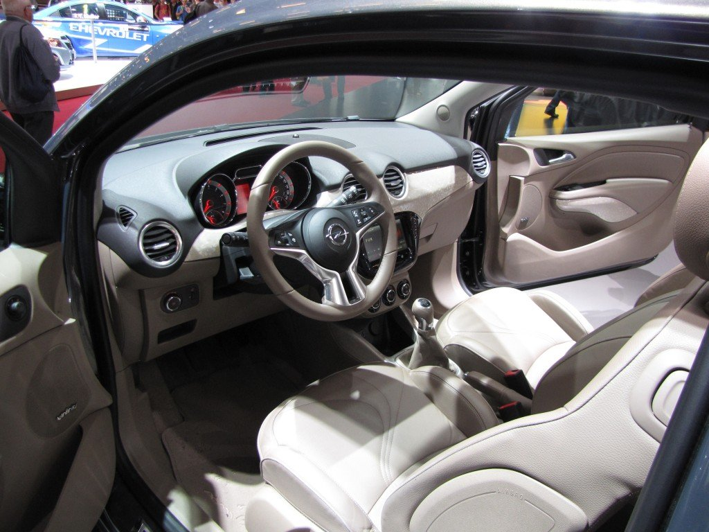 Voiture archive at balcon sur la mer for Opel adam s interieur