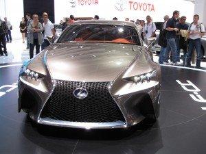 Que de mâchoires déboitées devant cete splendide Lexus !